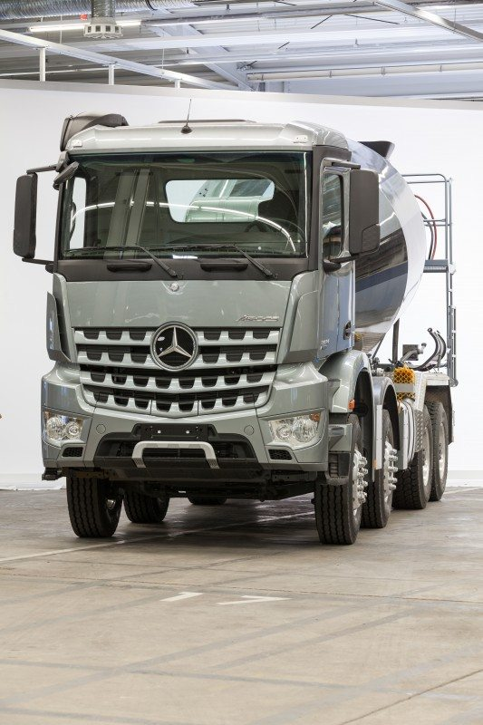 Speedline Truck supplying Mercedes-Benz Arocs truck