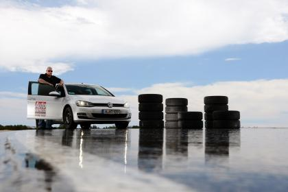 Dunlop tops Auto Express 2014 tyre test