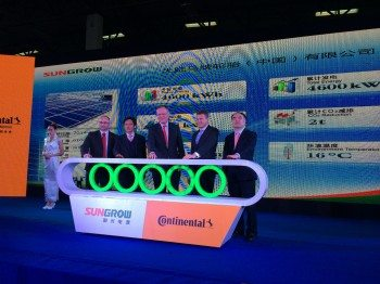 From left to right: Michael Egner, general manager of Continental Tires (China), Hu Hongtong, vice-director of Hefei High and New Development Zone Administration Committee, Stephan Weil, prime minister of Lower Saxony, Dr. Ralf Cramer, member of the Executive Board of Continental and CEO China, Cao Renxian, CEO of Sungrow Power Supply Co., Ltd