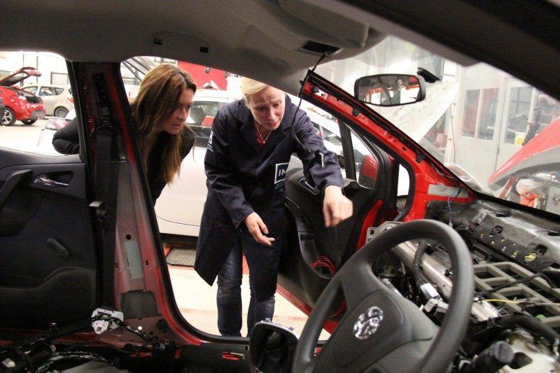 1 in 5 women 'uncomfortable' with getting car repairs