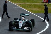 Quick tyre change seals British grand prix victory for Hamilton