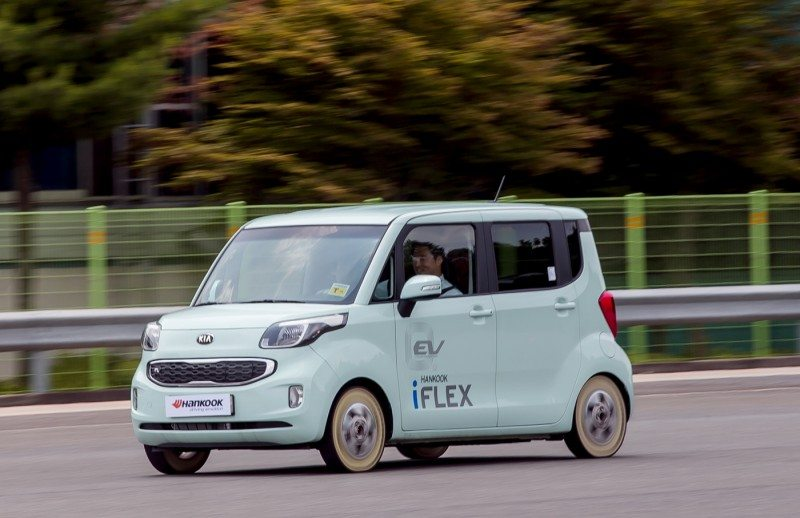 Hankook performs speed tests with iFlex non-pneumatic tyre