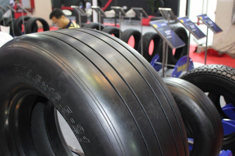 Trump puts 25% import tariff on Chinese aircraft tyres