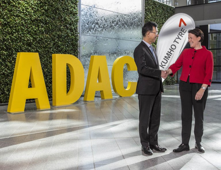Charles Kim shakes hand on the partnership's extension with Andrea Stehmeyer from the ADAC