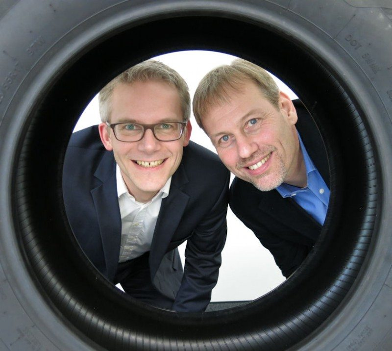 Dr Claus Oberbeck, OE chief engineer (l) and Martin Wells, global account manager for German OEMs
