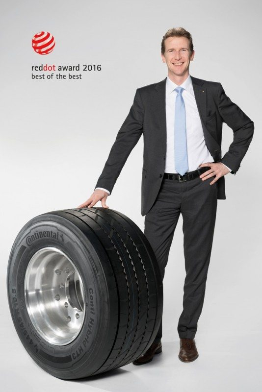 Constantin Batsch, vice-president of Continental's truck tyre business in the EMEA region, shows off the award-winning Conti Hybrid HT3 445/45 R 19.5 trailer tyre