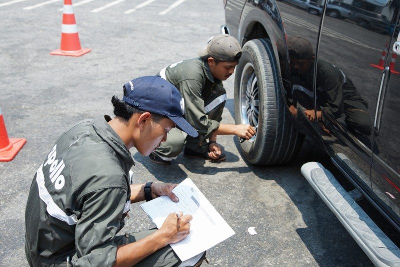 Apollo Tyres conducted free checks on more than 315 vehicles' tyres at the Bangkok-Chonburi Motorway Service Centre (Outbound) and Thap Chang Service Centre