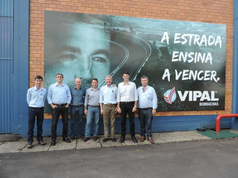 Vipal Europe manager, Alessandro Campos (fourth from right) welcomes Vacu Lug managing director, Tim Hercock (third from right) to the company's manufacturing and administrative headquarters in Brazil