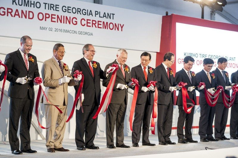 Kumho Asiana chairman Park Sam-Koo (5th from left) at the ribbon cutting ceremony for the new plant