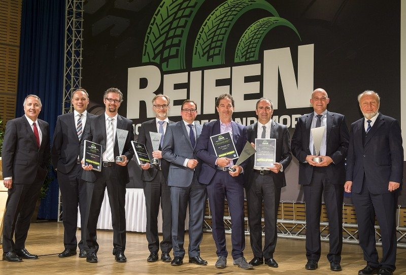 Oliver P Kuhrt of Messe Essen and Marc Johann of the BVR present the Reifen 2016 Innovation Award to representatives of winners 4JET Technologies, ASE Corghi, Bridgestone and Michelin