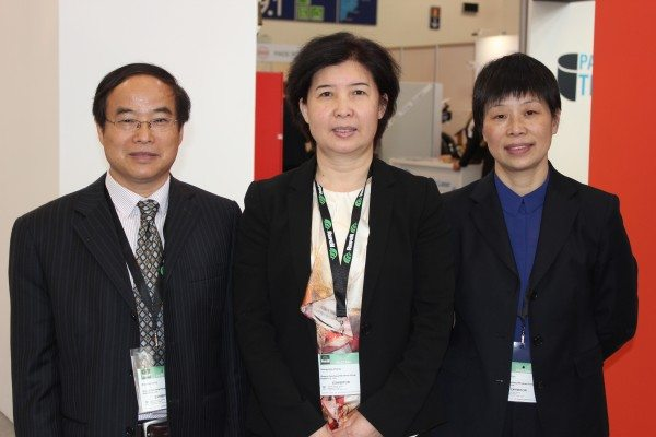 Shaanxi Yanchang Petroleum (Group) Rubber Co., Ltd., (Yanchang Rubber) managing director Ms Zhang Dongyang (centre); the PCR chief engineer Professor Dong Maohua (left); Deputy General