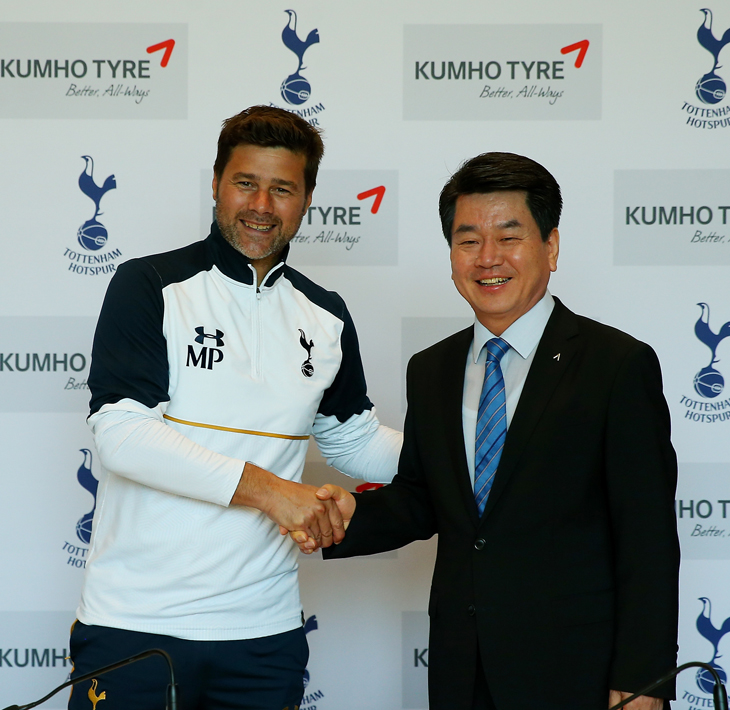 Manager Mauricio Pochettino and Kumho Tyre Co., Inc CEO Lee Han Seob at the launch of the partnership.