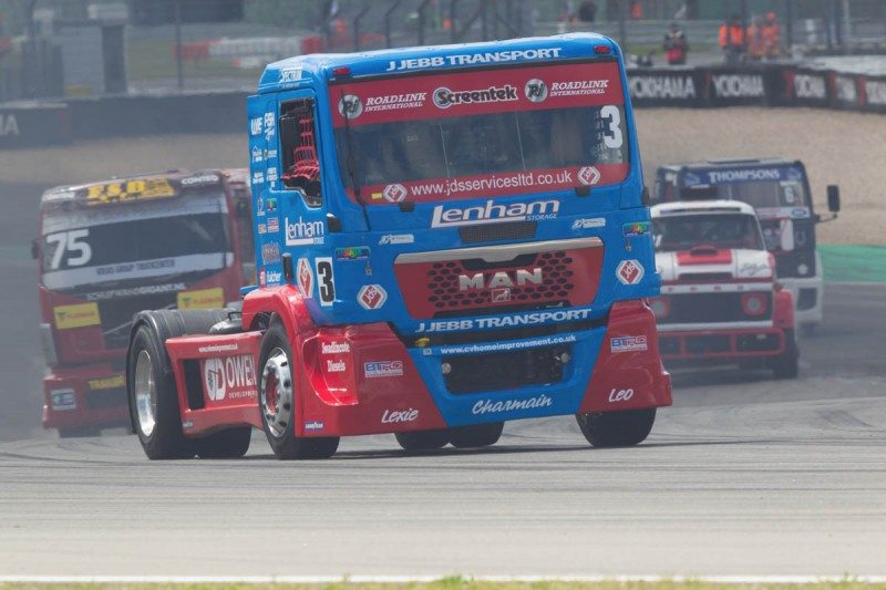 Roadlink sponsors truck racing champion