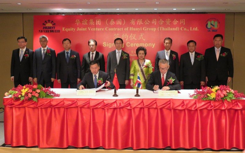 Executives from Shanghai Huayi (l) and Tribeca signing the joint venture agreement in May