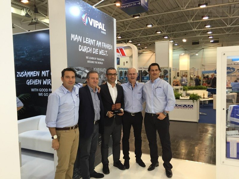 Turkish Vipal tread distributor Tatko receives its award at Reifen 2016
