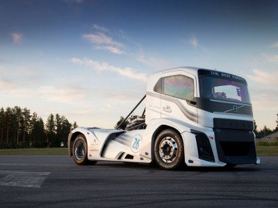 Goodyear helps Volvo Trucks break two world speed records