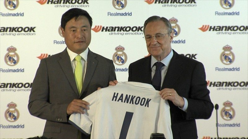 Hankook Tire worldwide president and CEO Hyun Shick Cho and Real Madrid CF president Florentino Pérez