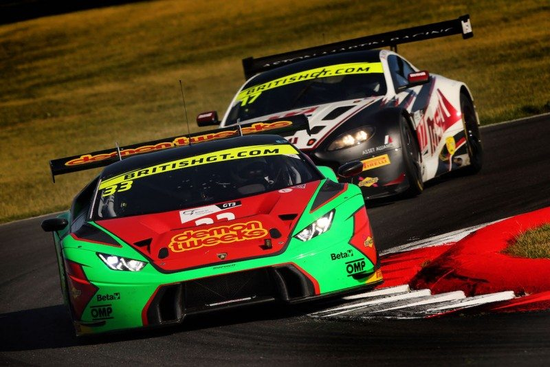 The Lamborghini and Aston Martin crews will fight for the 2016 British GT title