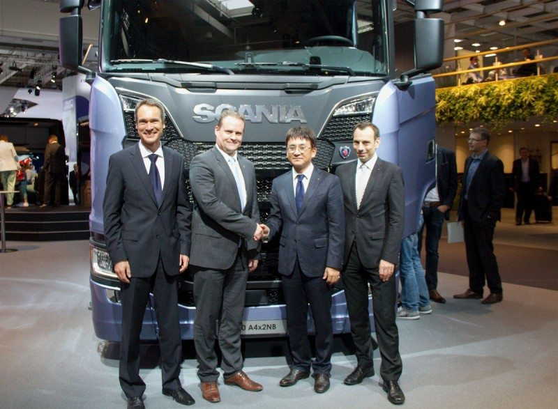 Stephan Brückner (Hankook OE account manager Europe), , Anders Williamsson (Scania executive vice-president purchasing, Ryu Jae Seock (Hankook OE account director Europe and Klaus Krause (vice-president of Hankook's European Technical Center) mark the start of the new supply partnership at the IAA show
