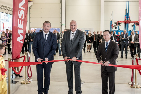 MERTC general director Karol Vanko (centre) at the centre's opening on 1 October