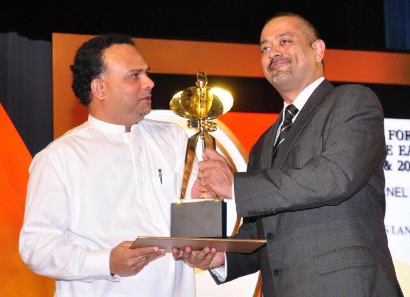 Sanjay Melvani, managing director of Trelleborg Sri Lanka accepting the Presidential Export Award