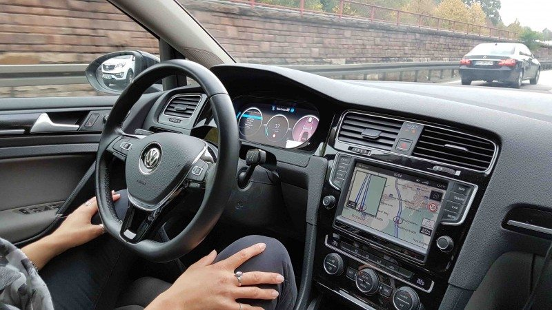Valeo's autonomous vehicle clocks up a world first