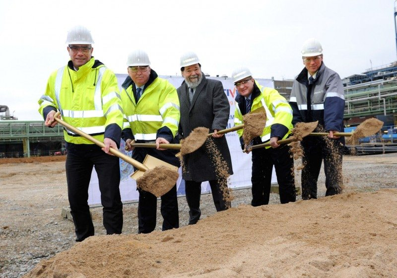 (l to r): Matthias Steiner, Richard Owins, Jack Boss, Ernst Grigat and Bernhard Marewski break ground for Momentive's new NXT Silane plant in Leverkusen, Germany