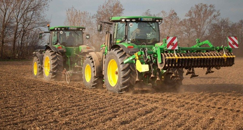 The VT-Tractor is capable of operating at a lower inflation pressure and with a larger tyre footprint, thus reducing ground contact pressure and associated soil compaction