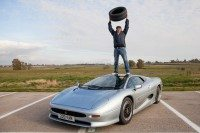 Bridgestone supplies Jaguar XJ220 with first new tyres for ten years