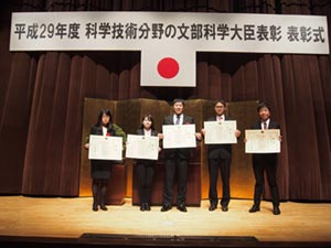 The five researchers receive their award