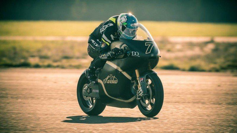 For the fourth year in a row, Bridgestone will support Saroléa's participation in the TT Zero races