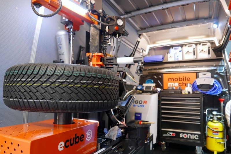 The Ecube compact tyre changing system fits at the heart of the Mobile concept