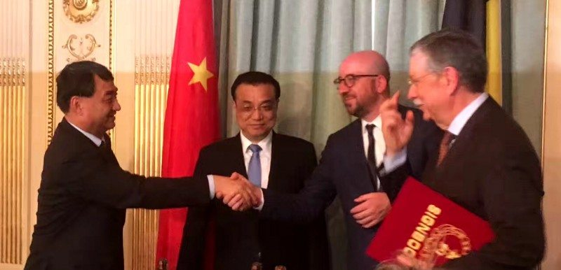 ZC Rubber president Shen Jinrong shakes hands with Belgian prime minister Charles Michel, as Chinese premier Li Keqiang and Bekaert president Bert De Graeve