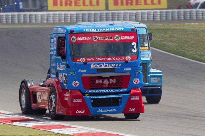 Roadlink sponsors truck racing team