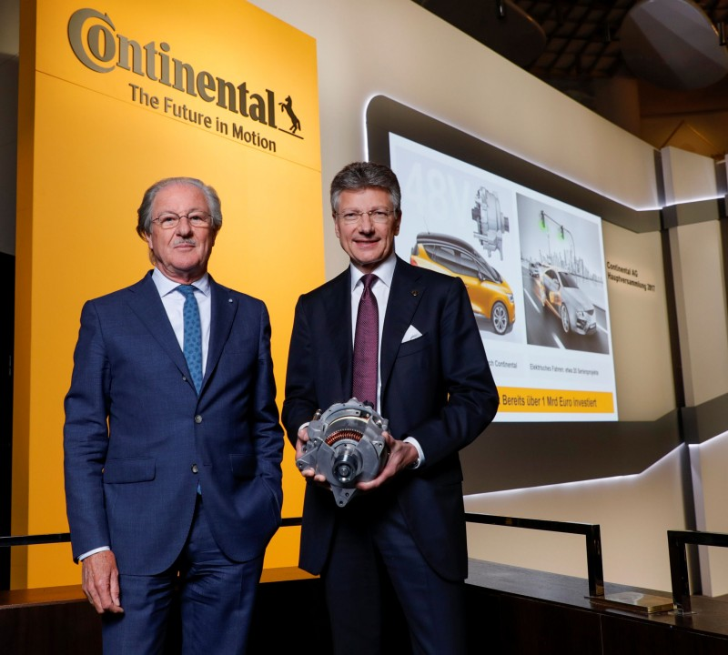 Supervisory board chairman Wolfgang Reitzle (l), seen here with Elmar Degenhart, chairman of Continental's Executive Board, believes we may see the first company arising from the company's breakup listed on the stock exchange this year