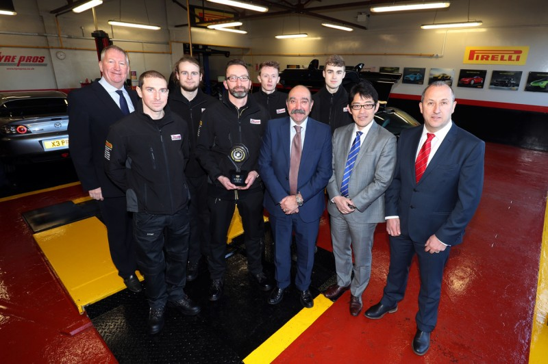 (l-r) Paul Boulton (operations director), Clarke Collings (assistant manger), Dan Ruddick (fitter), Frank Jenkins (manager), Kieran Neil (senior fitter), Dominic Sandivasci (Pirelli UK chairman & CEO), Mathew Williams (apprentice), Kenji Murai (ETEL CEO), and Simon Crowe (divisional director for STS Tyre Pros)