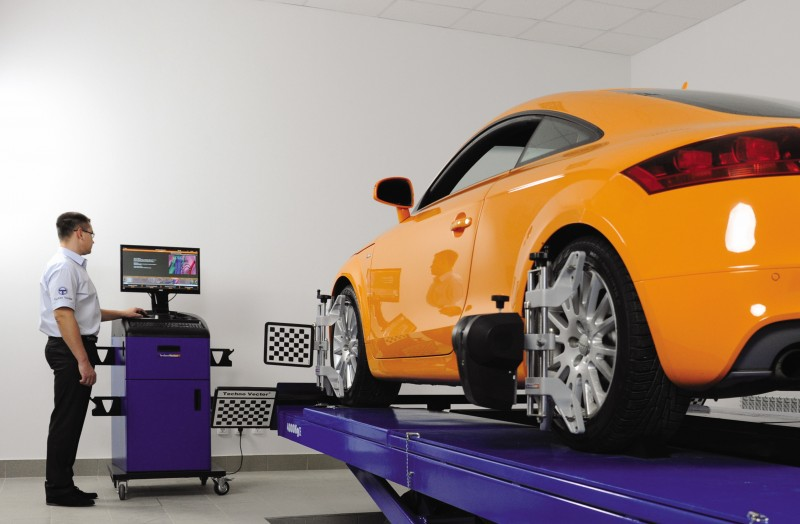 Absolute Alignment increases visibility with BTCC, British GT team support