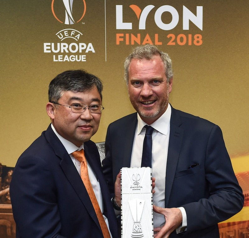 Han-Jun Kim, president of Hankook Tire Europe, and UEFA Events' Guy-Laurent Epstein are looking forward to a further three years' partnership