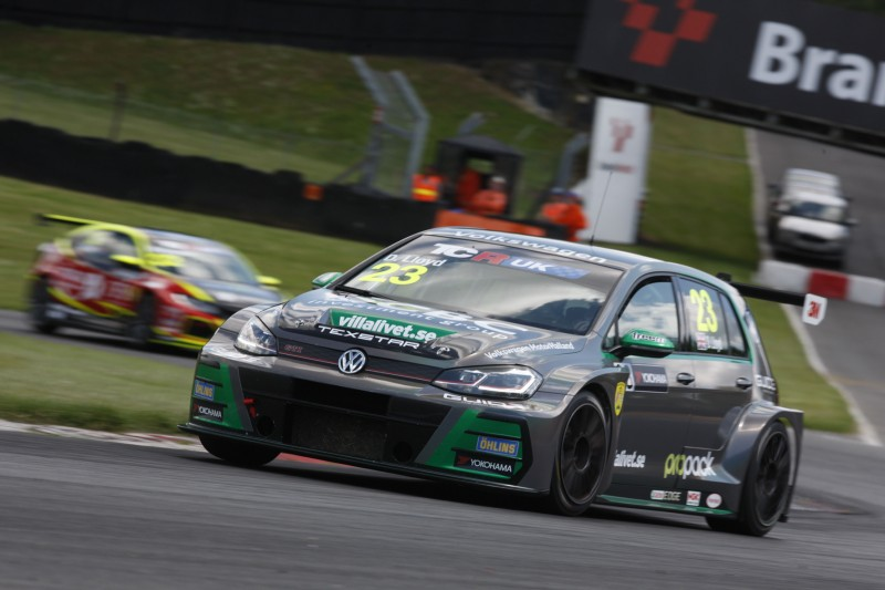 Lloyd extends TCR UK championship lead