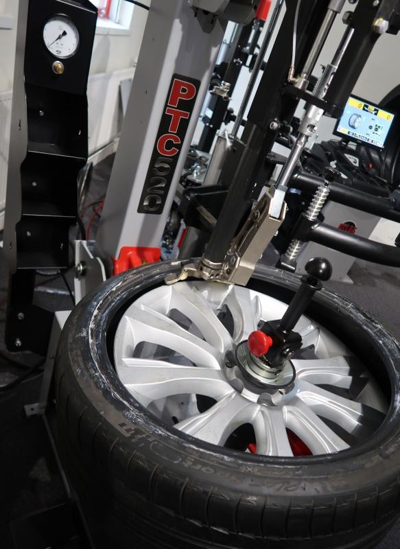 ISN Europe puts UK Atlas machinery distribution on shoulders of Tyre Bay Direct