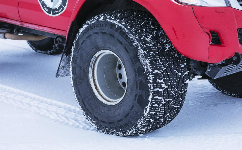 Expeditions7 crosses Greenland glacier on Nokian Hakkapeliitta tyres