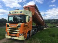 Haulier Ronnie S Evans signs up to Michelin Effitrailer programme