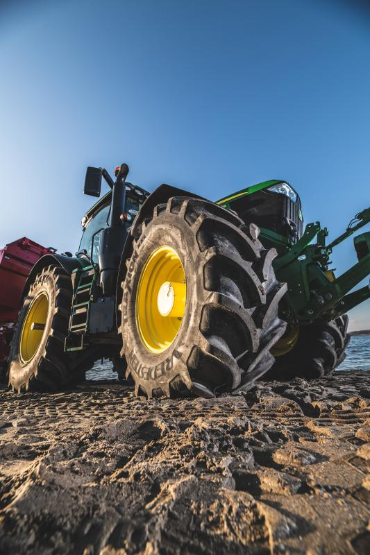 Vredestein agricultural tyres available on new John Deere tractors