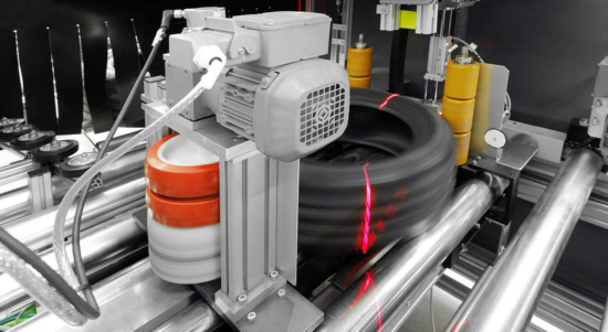 The TP1 system from German start-up company TireTech can check the condition of up to 400 used car tyres between 14- and 21-inches in diameter every hour; this enables recyclers to determine in an automated and qualified manner which tyre can be used for what purpose (Photo: TireTech)