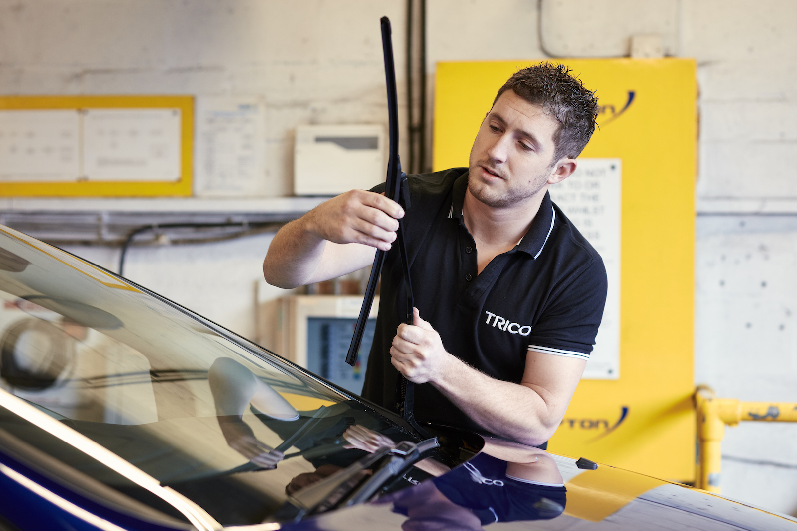 Expert showcases wiper blade fitting videos on YouTube