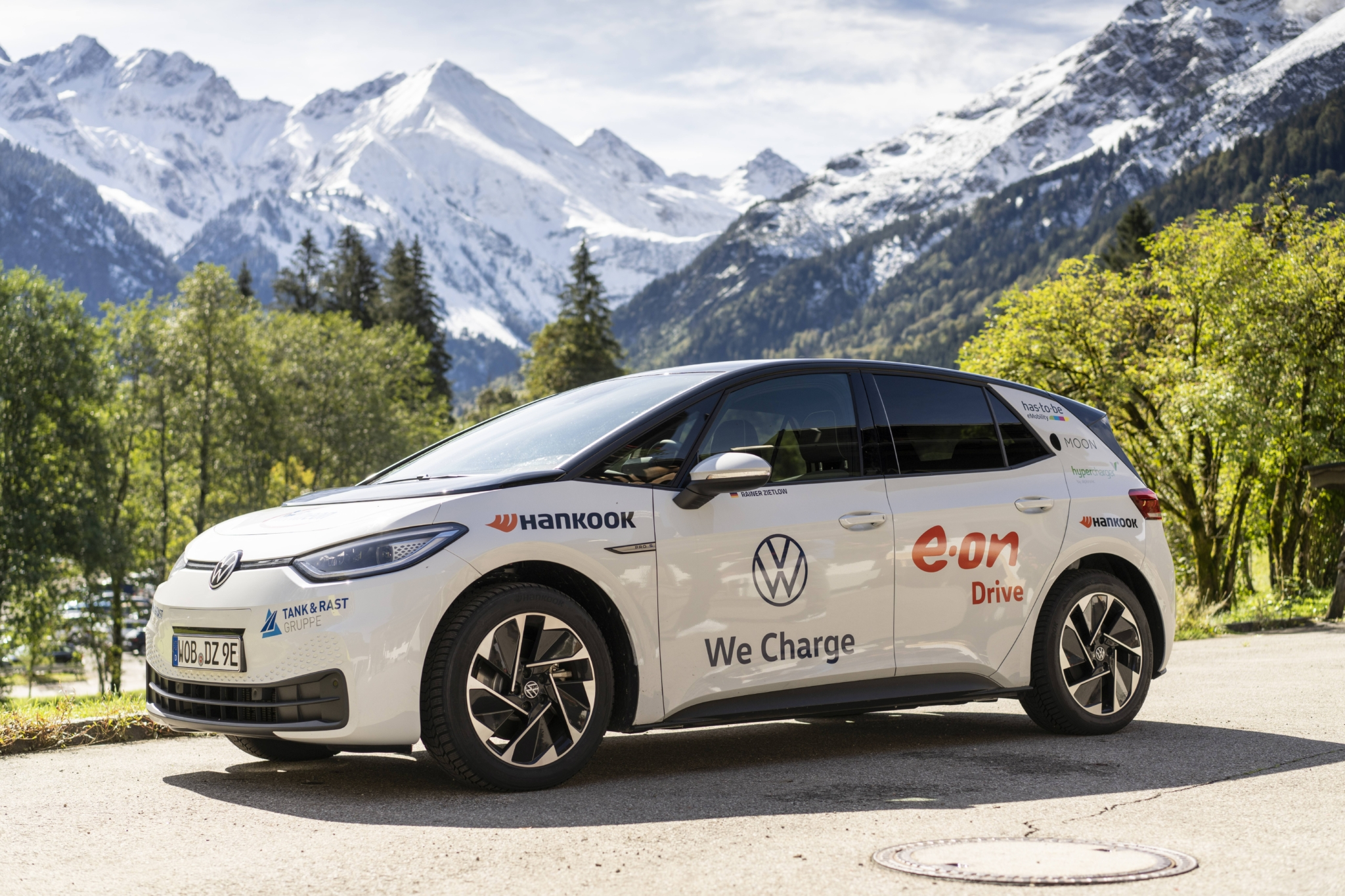 Volkswagen electric ID.3 tours Germany on Hankook i*cept evo 3 winter tyres