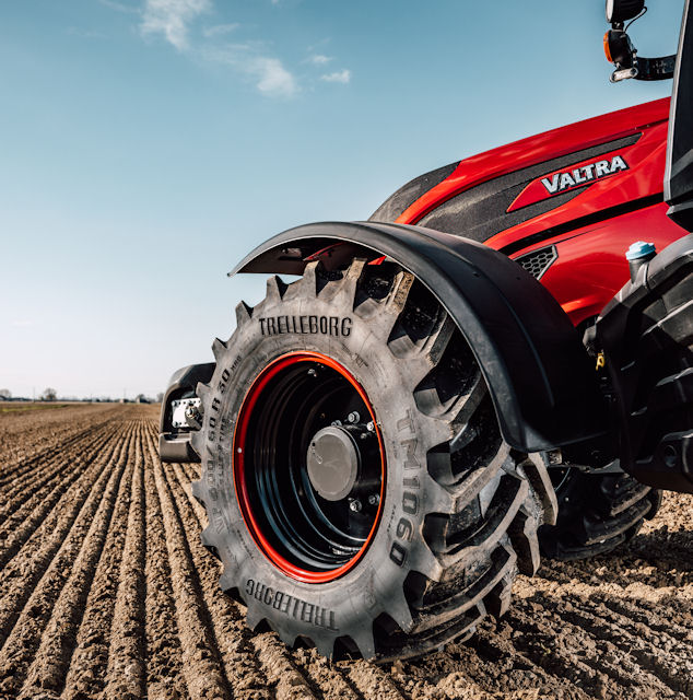 Customised Trelleborg tyres for Valtra's anniversary T Series