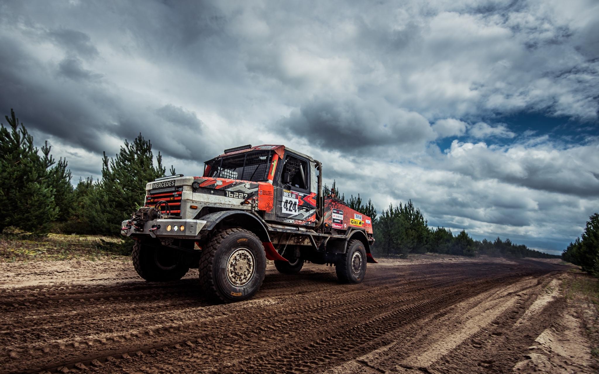 Giti-sponsored truck team Holten completes Rallye Breslau