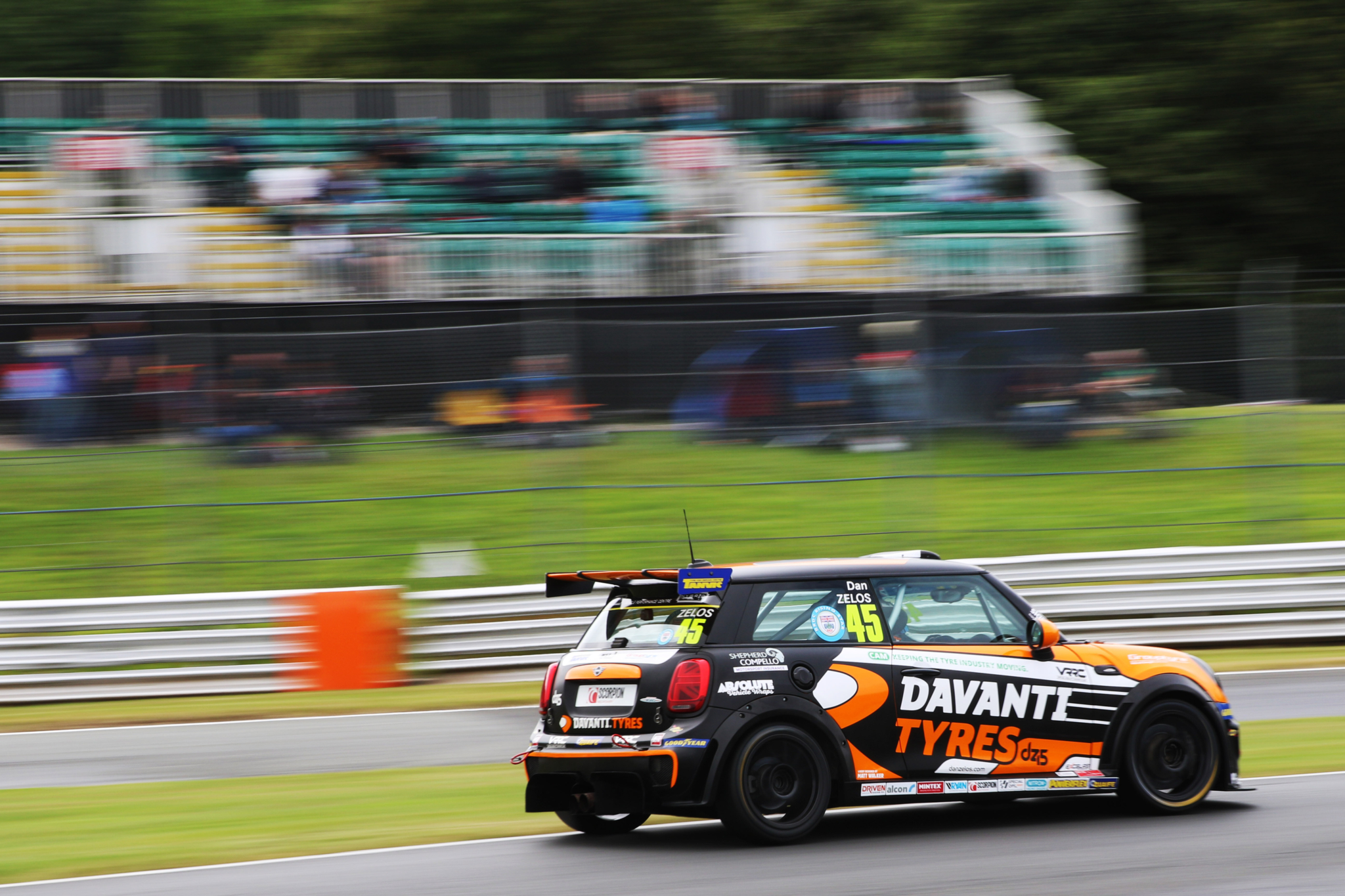 Red flag halts Davanti Tyres-backed Zelos charge at Oulton Park